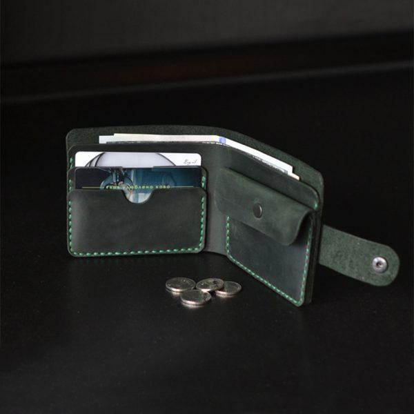 Skórzany portfel z zapięciem i z kieszenią na monety ciemnozielony ręcznie robiony od Luniko