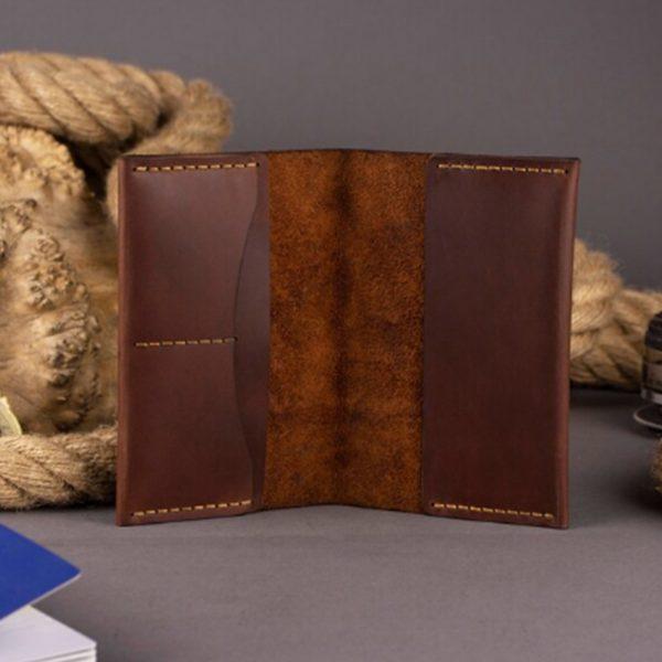 Skórzany portfel etui na paszport z grawerem. Pokrowiec na dokumenty ręcznie robiony brązowy