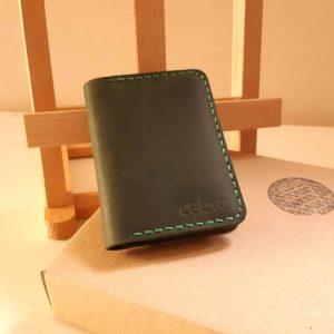 Кожаный темно-зеленый чехол для документов. Серия Cebro