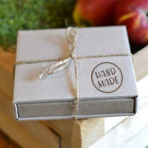 pudelko z kartonu kraftowego na prezent