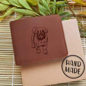 """Portfel męski skórzany z psem brązowy ręcznie robiony z grawerem """"Mops"""" Prezent dla miłośnika psów"""