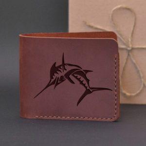 Portfel dla wędkarza męski skórzany na prezent z grawerem Miecznik