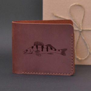 Portfel skórzany na prezent dla wędkarza z grawerewm Sandacz Portfel ręcznie robiony ze skóry naturalnej najwyższej jakości