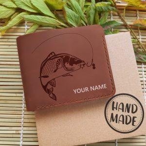 Portfel męski skórzany prexent dla wędkarza z grewerem i personalizacjej Portfel z imieniem