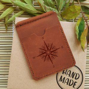 Skórzany portfel z klipsem na banknoty i kieszonkami na karty kredytowe Róża wiatrów. Ręcznie robiony prezent dla niego